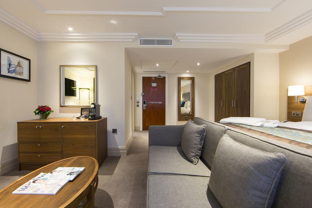 property Bedroom Suite living room home cottage condominium flat Modern