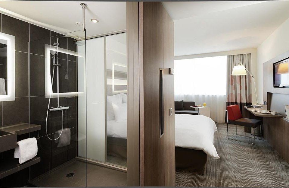property home condominium Suite Bedroom cottage Modern