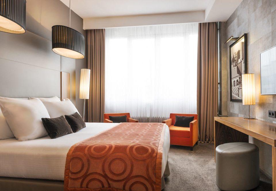 sofa property Suite cottage condominium Bedroom Modern