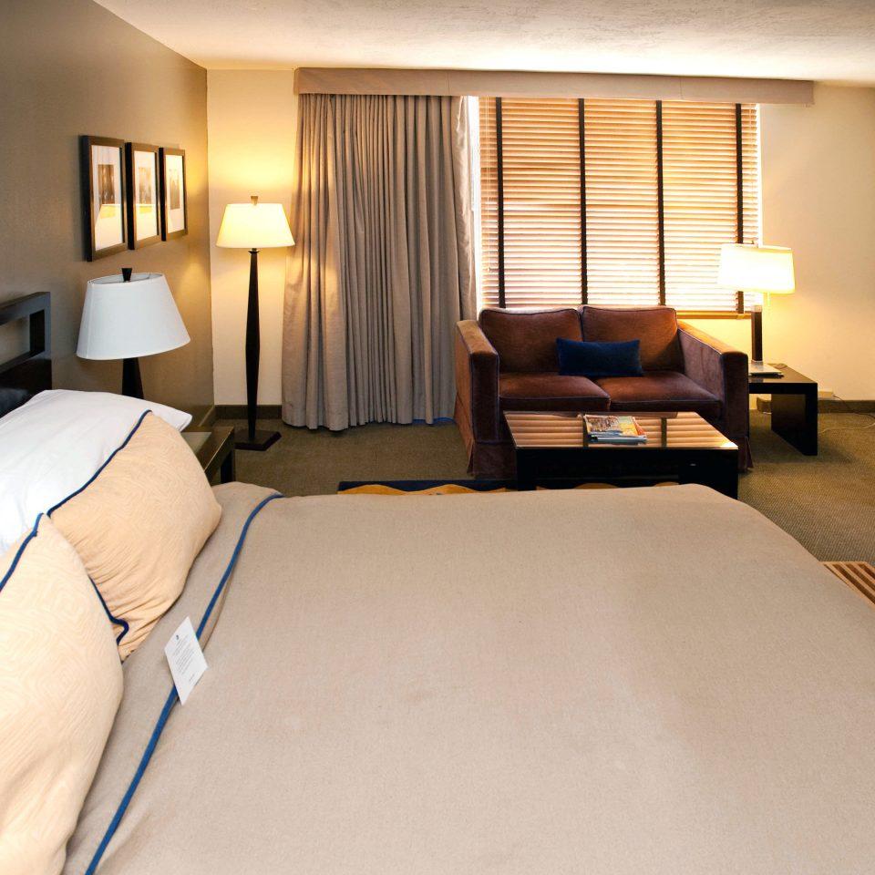 Bedroom Modern property Suite