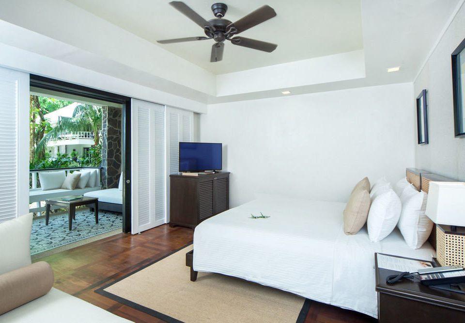 property Bedroom condominium living room home cottage Suite Villa Modern