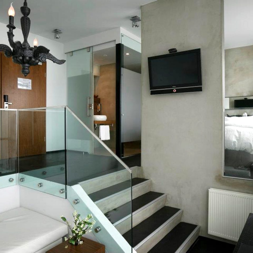 Bedroom Modern Suite property bathroom condominium home mansion cottage Villa loft