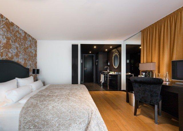 sofa property Suite Bedroom scene cottage hardwood living room Villa flat Modern