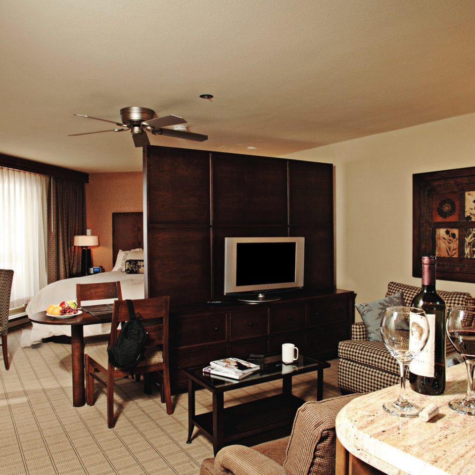 Bedroom Modern Suite property living room home cottage hardwood Villa farmhouse condominium