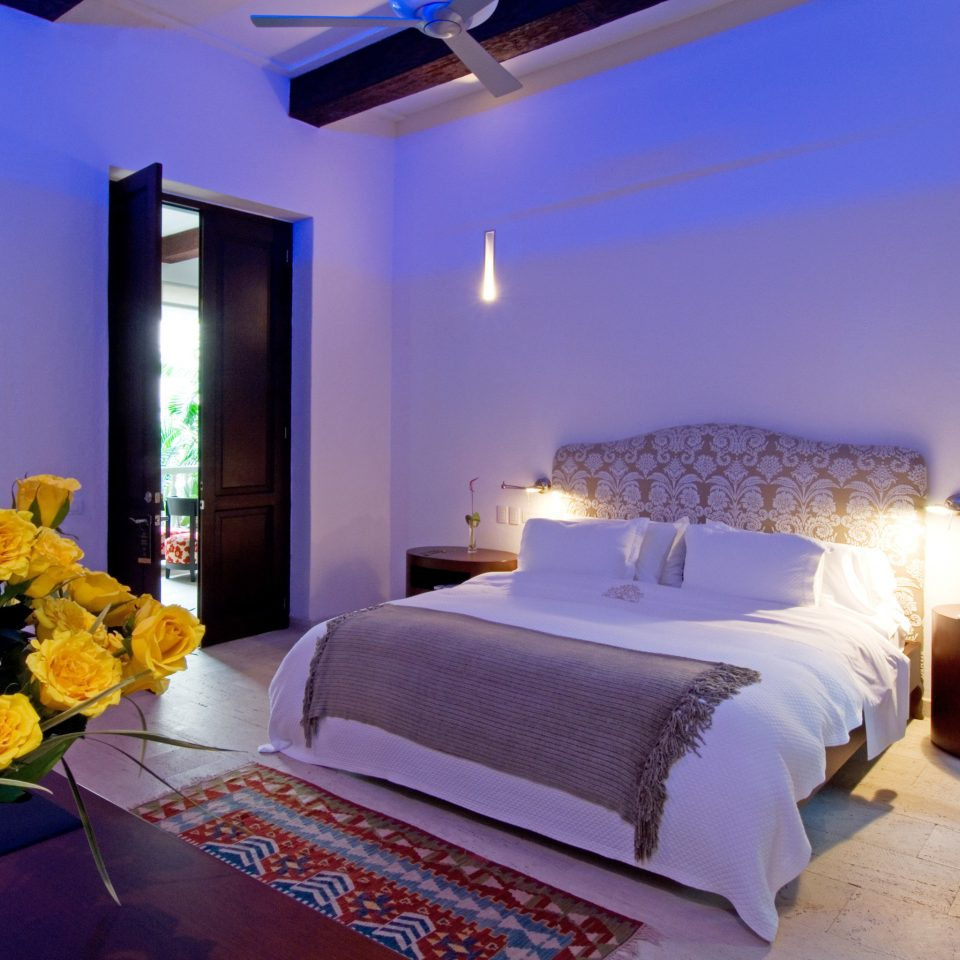 Bedroom Modern property Suite Villa cottage