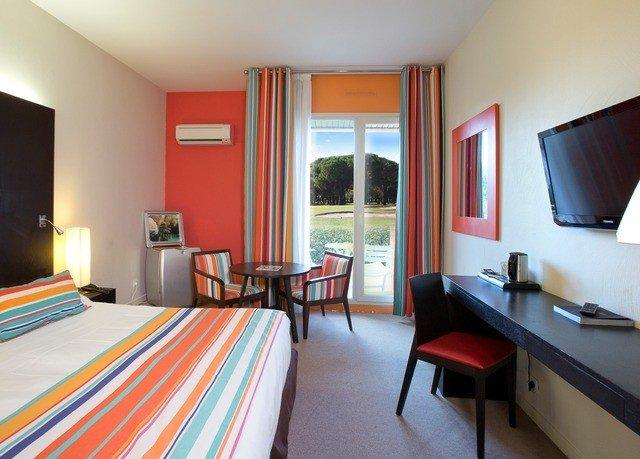 Bedroom property Suite cottage Villa flat bright Modern