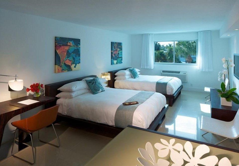sofa property living room Bedroom home condominium Suite Villa cottage Modern lamp