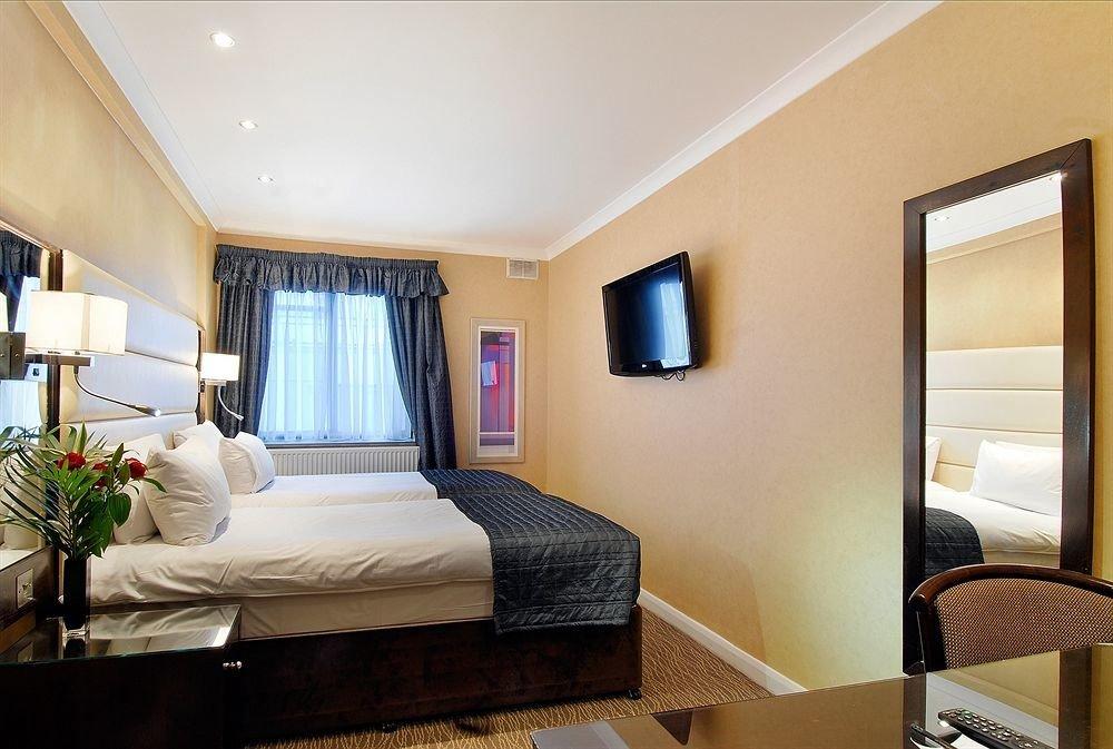 property Suite condominium Bedroom home cottage living room Villa Modern