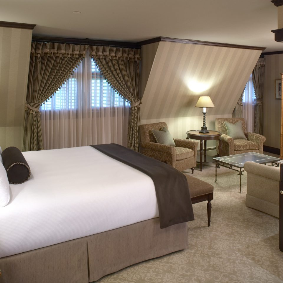 Bedroom Modern Suite property cottage condominium Villa