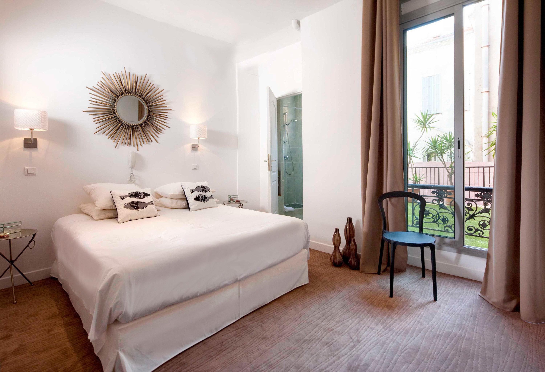 Bedroom Modern Suite property living room home cottage Villa tan