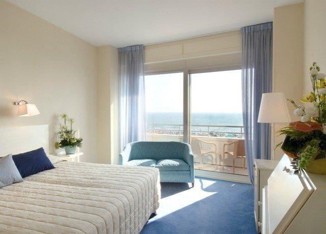 sofa property Bedroom condominium Suite cottage Villa lamp flat Modern
