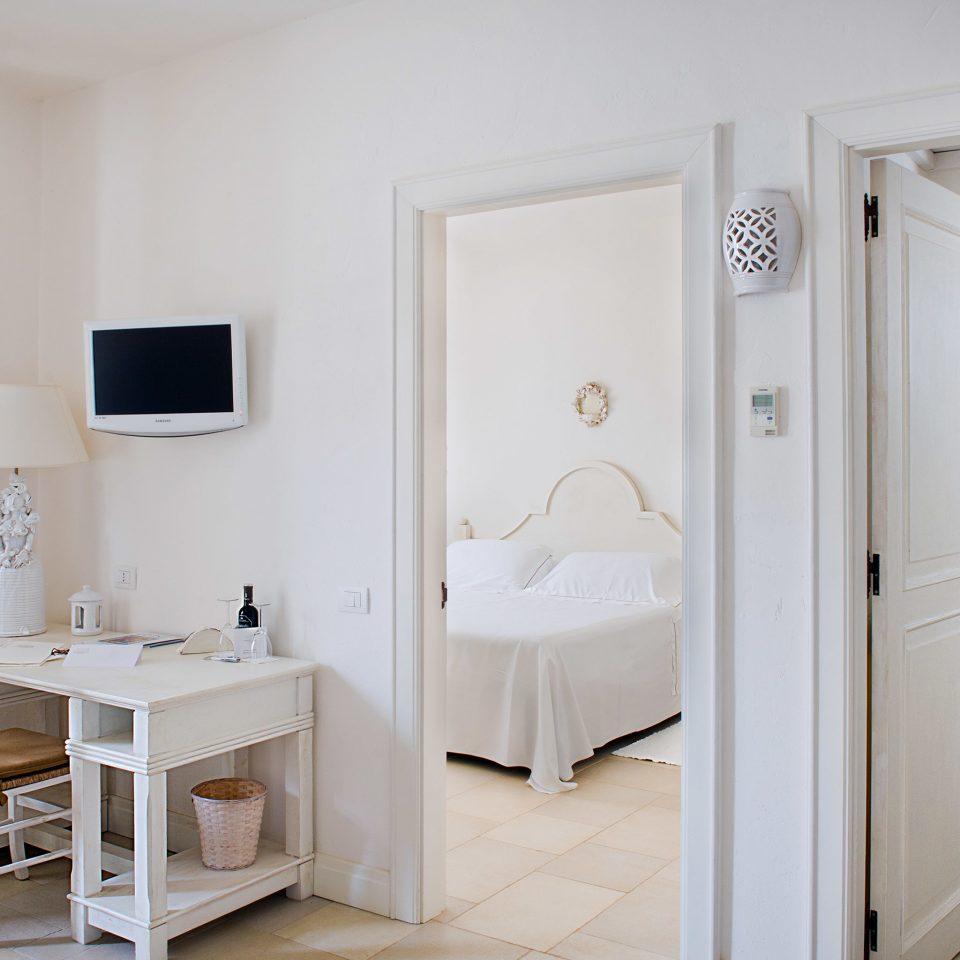 Bedroom Modern Wellness property Suite white bathroom home cottage