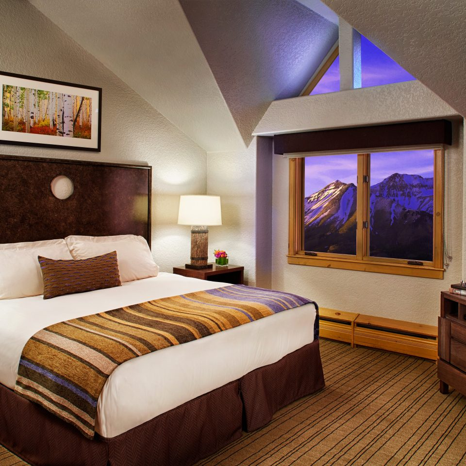 Bedroom Mountains Natural wonders Rustic Scenic views property Suite home living room cottage