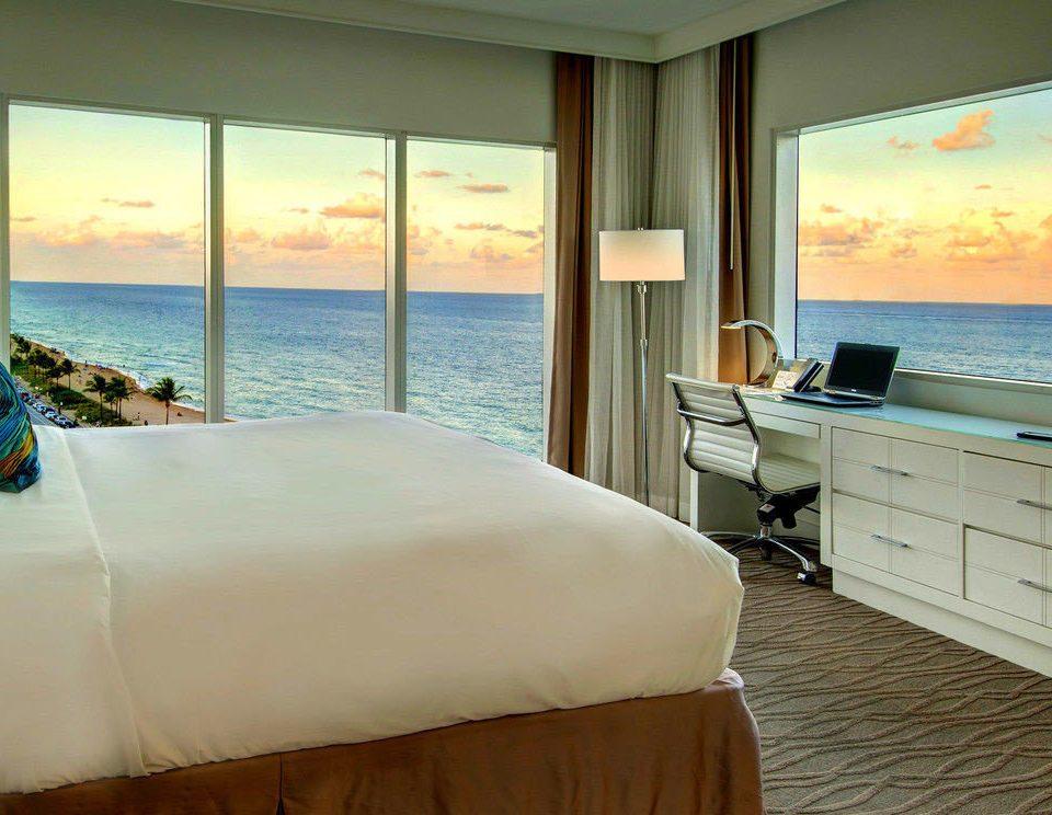 water sofa property Ocean Bedroom Suite swimming pool Villa cottage condominium Resort overlooking flat
