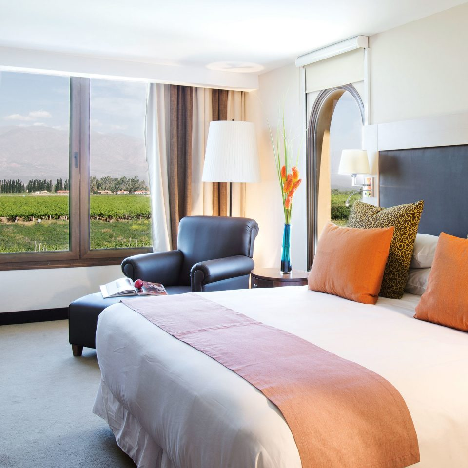 Bedroom Patio Scenic views Suite sofa property cottage Villa nice condominium pillow flat lamp