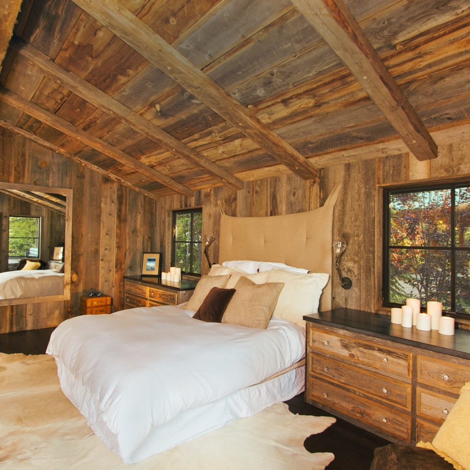 Bedroom Ranch Rustic Scenic views property log cabin living room home cottage hardwood farmhouse Villa mansion wood flooring
