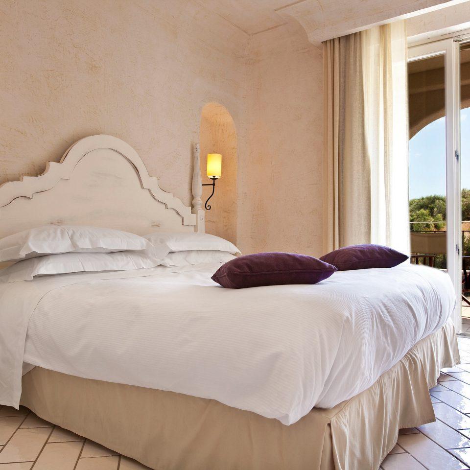Bedroom Resort Romance Wellness property Suite cottage Villa night