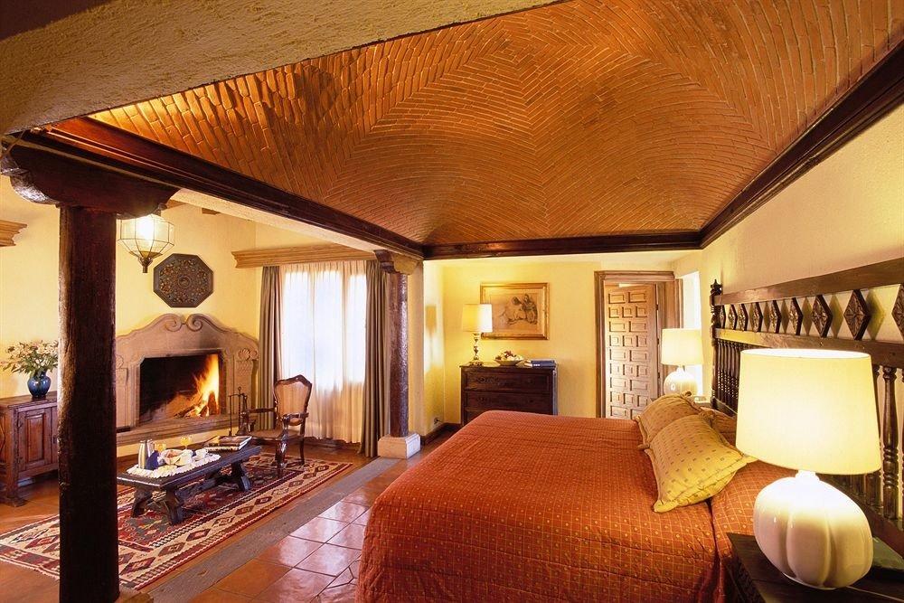 Bedroom Romantic Rustic property Suite Villa home Resort living room cottage mansion