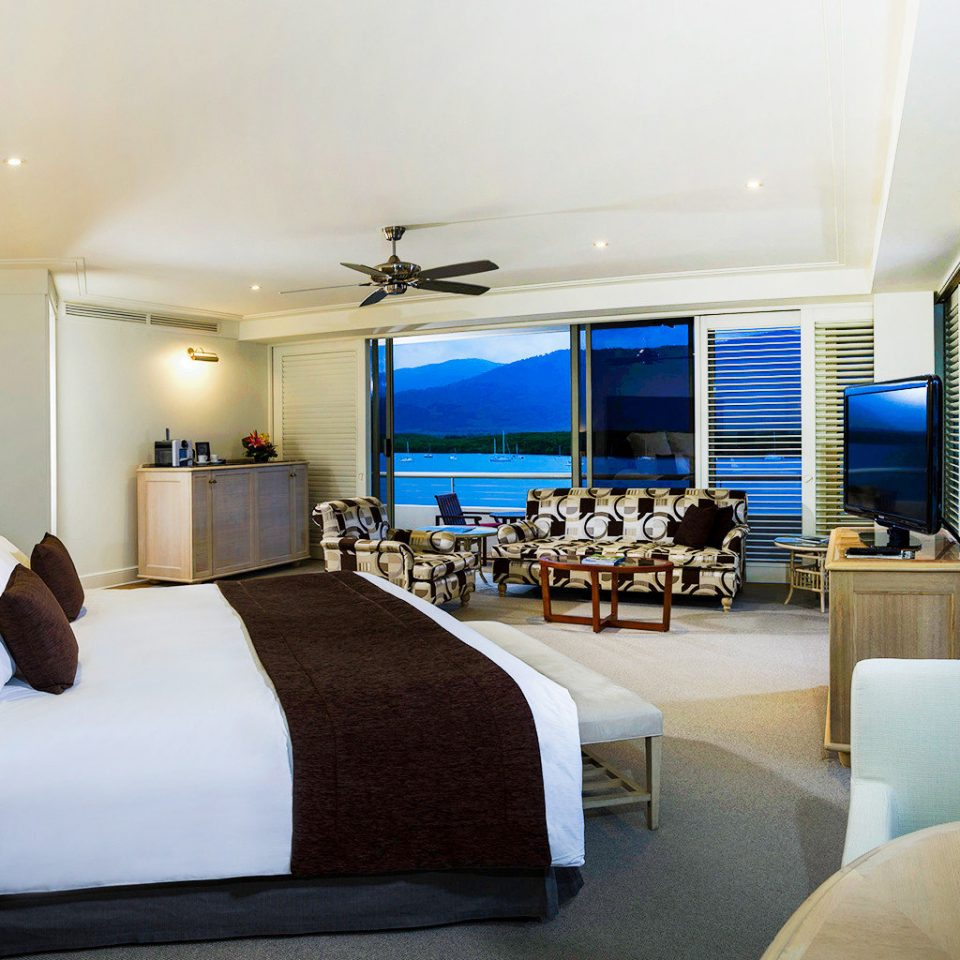 Bedroom Resort Scenic views property condominium Suite living room home yacht