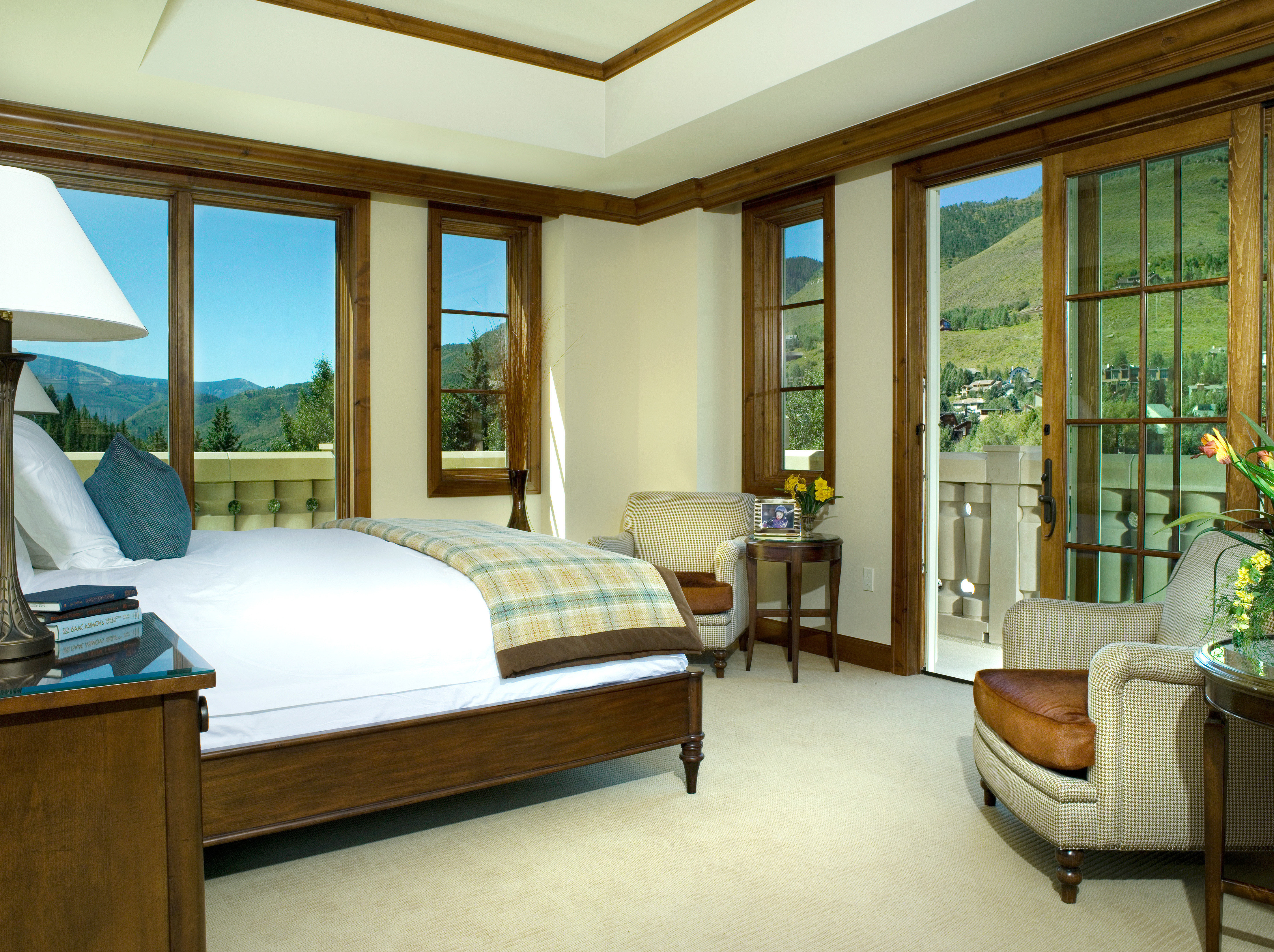 Bedroom Resort Scenic views property home house condominium living room hardwood Suite Villa cottage mansion nice