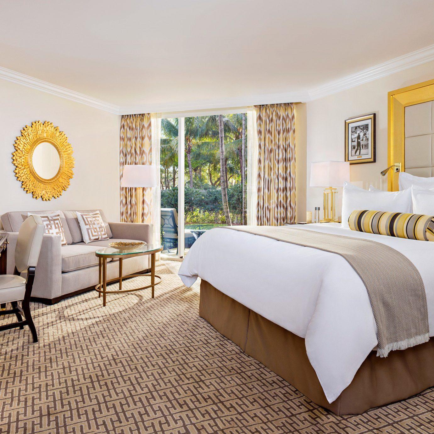 Bedroom Resort Spa Waterfront property Suite living room home cottage Villa