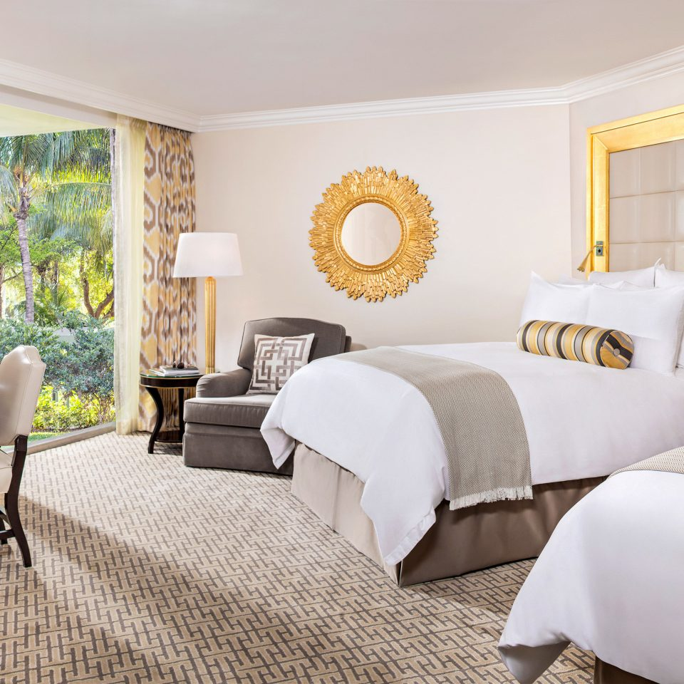 Bedroom Resort Spa Waterfront property chair Suite living room cottage home Villa nice