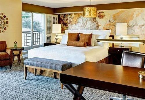 Bedroom Resort property living room wooden hardwood Suite bed sheet cottage bed frame