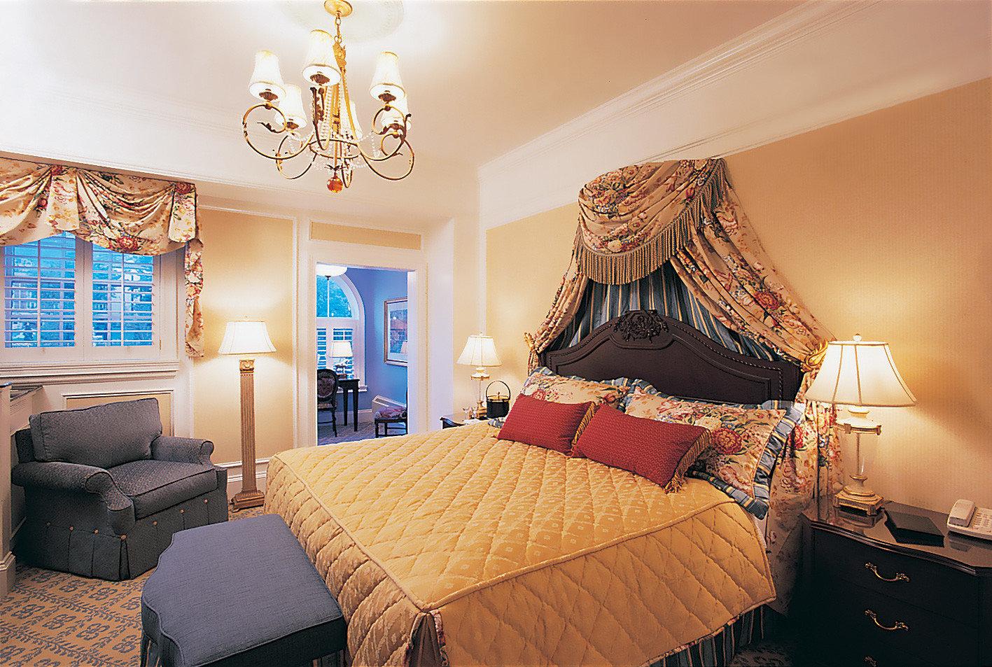 Bedroom Resort sofa property Suite living room home cottage bed sheet