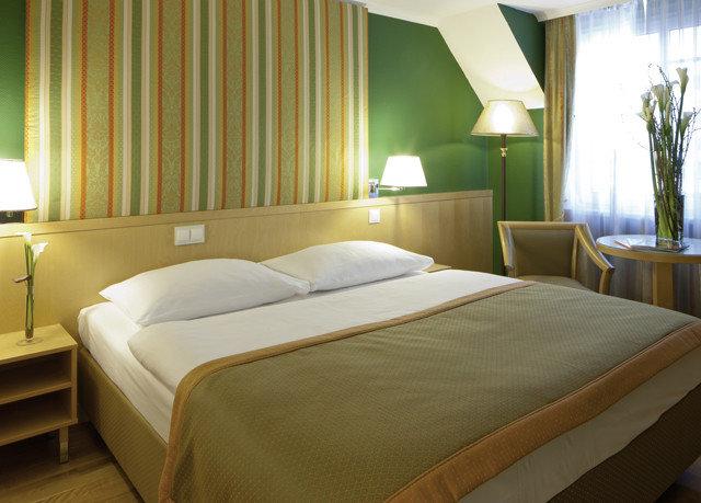 Bedroom property Suite scene Resort bed sheet cottage