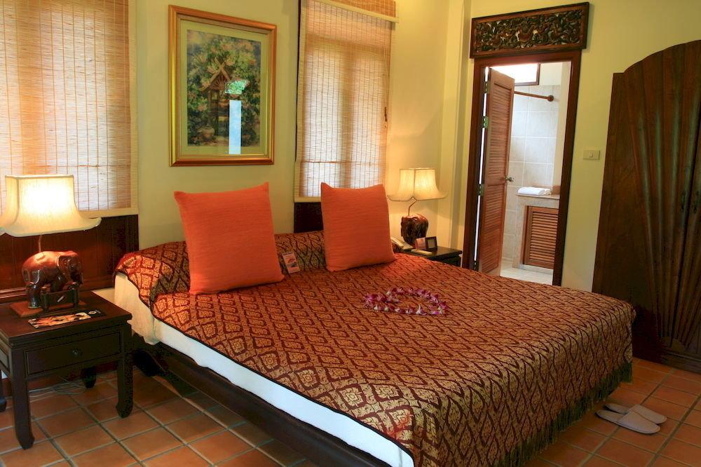 property Suite Bedroom Resort cottage condominium bed sheet containing