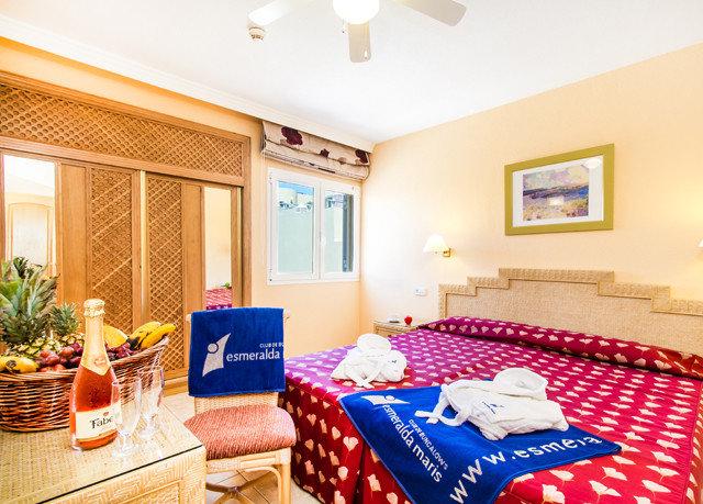 property Suite Bedroom home Resort cottage living room bed sheet