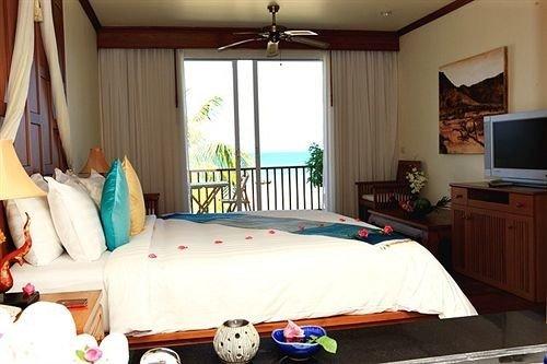 Bedroom property cottage Suite Resort bed sheet