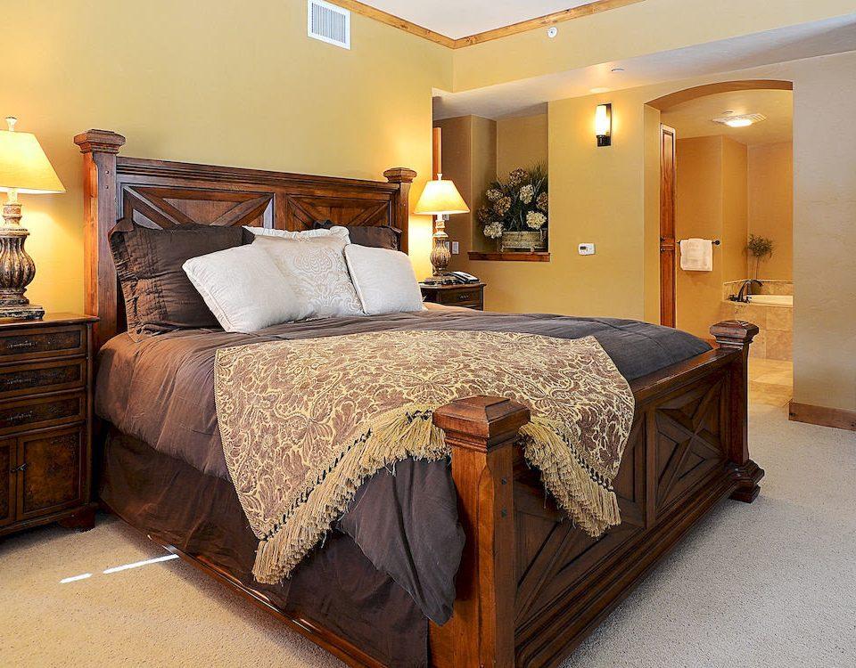 Bedroom Resort property Suite hardwood cottage bed sheet