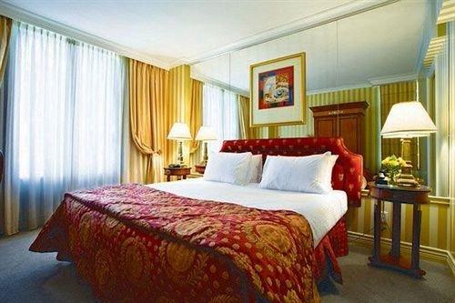 Bedroom property Suite scene red cottage bed sheet Resort lamp