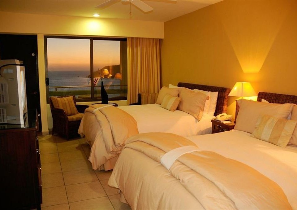 Bedroom property Suite cottage Resort night bedclothes