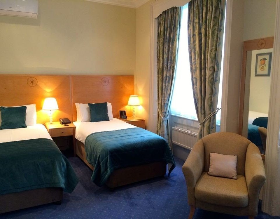 property Bedroom building Suite cottage Resort lamp