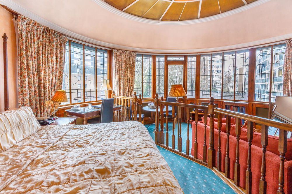 chair property scene Resort Bedroom Suite mansion