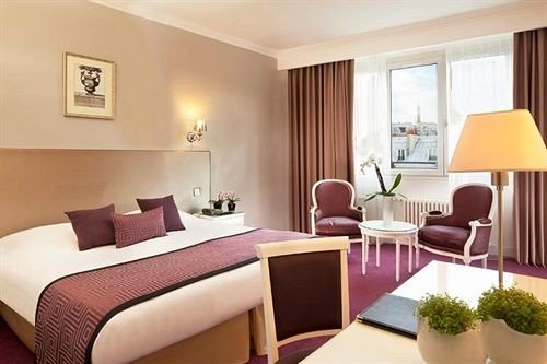 chair property Suite condominium living room cottage Resort Bedroom
