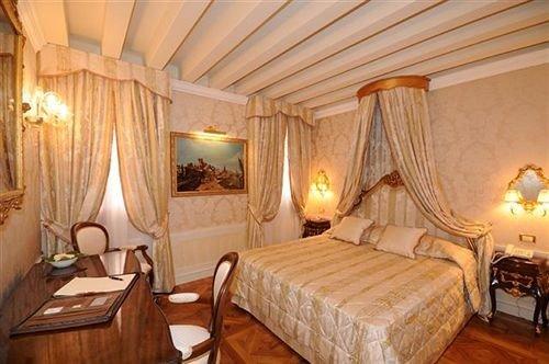 chair property Bedroom Suite cottage Resort wooden
