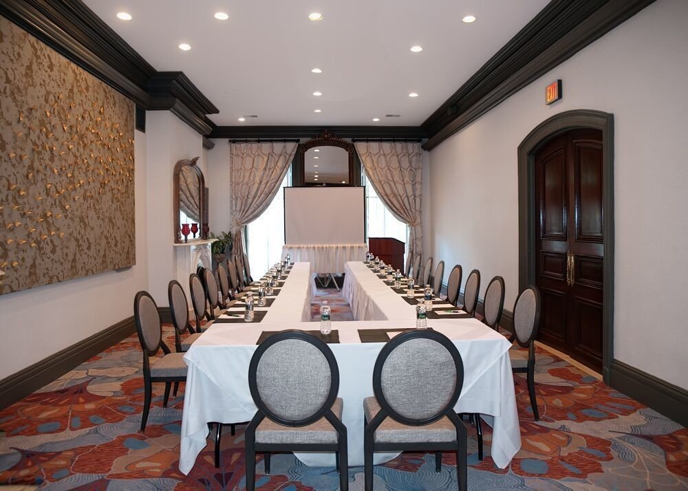 chair property home restaurant Suite mansion cottage Resort function hall Bedroom dining table