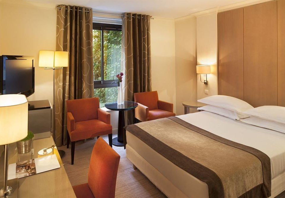 Bedroom property Suite condominium Resort cottage lamp