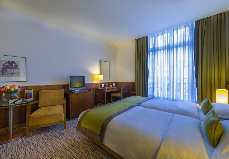 sofa Bedroom property Suite scene condominium Resort