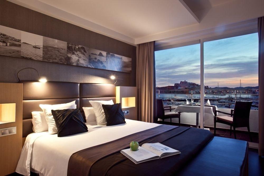sofa property Suite yacht condominium Resort living room Bedroom overlooking