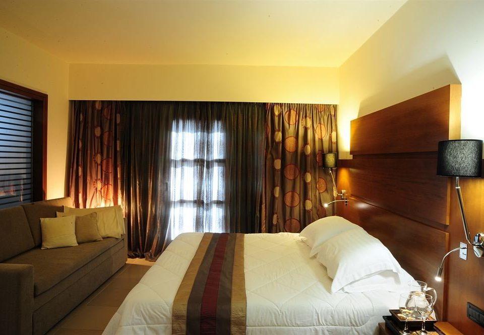 sofa Bedroom property Suite pillow Resort cottage condominium lamp