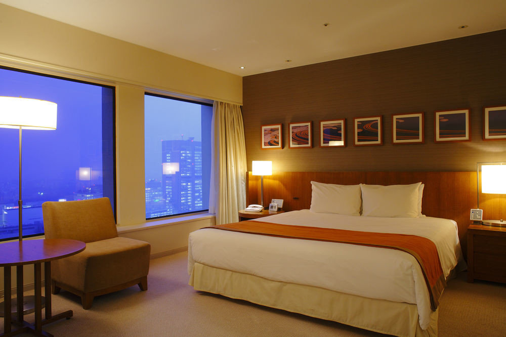 Bedroom property Suite condominium living room Resort