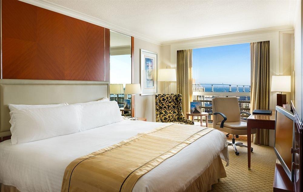 sofa Bedroom property Suite Resort cottage condominium tan