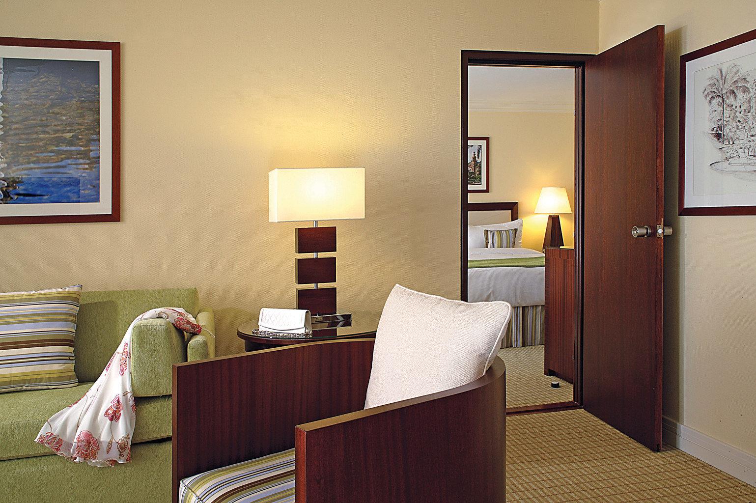 Bedroom Resort property Suite home cottage living room lamp