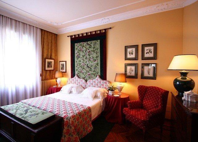 property Suite cottage Resort living room Bedroom