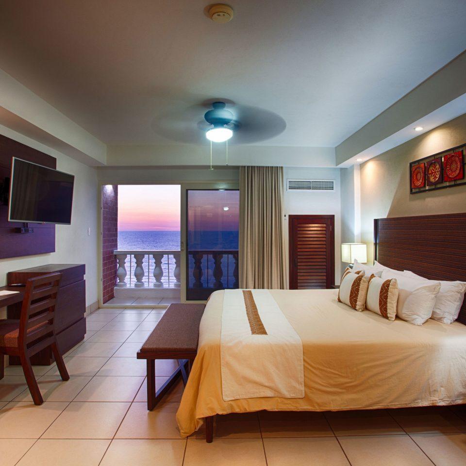 property Suite Bedroom living room home cottage Resort flat