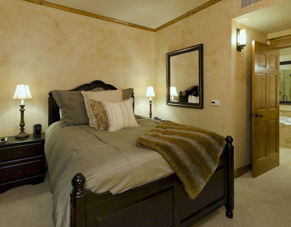 Bedroom Resort property Suite cottage home lamp tan